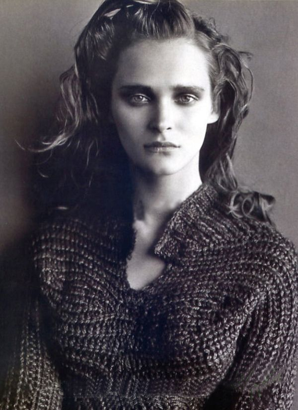 Inspiration: knitGrandeur: Les Copains, F/W 99. Love the sideways knit chest/sleeve detail with increases and then decreases forming the bust.