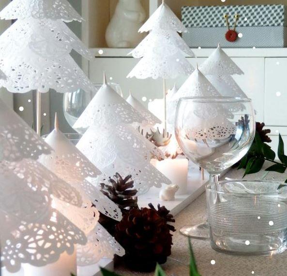 Vánoční stromky z papírových krajek :http://www.4myhome.cz/vanocni-stromky-z-papirovych-krajek/
