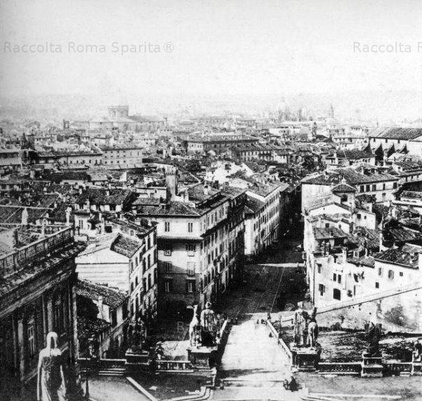 Piazza Ara Coeli vista dalla Torre del Palazzo Senatorio prima degli sventramenti effettuati tra l'800 e il '900 Anno: 1862 'ca
