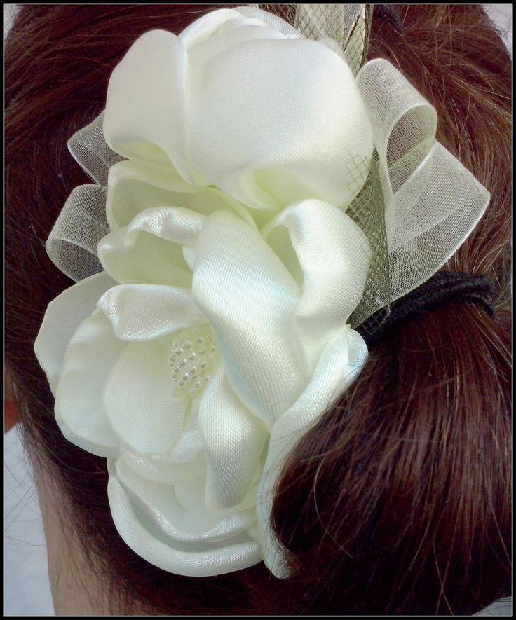 Accesorii pentru par cu flori textile realizate handmade / Hair accesori...
