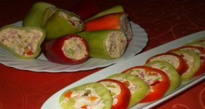 Vynikající plněné papriky s jemnou pomazánkou. Tuto kombinaci si hned zamilujete.