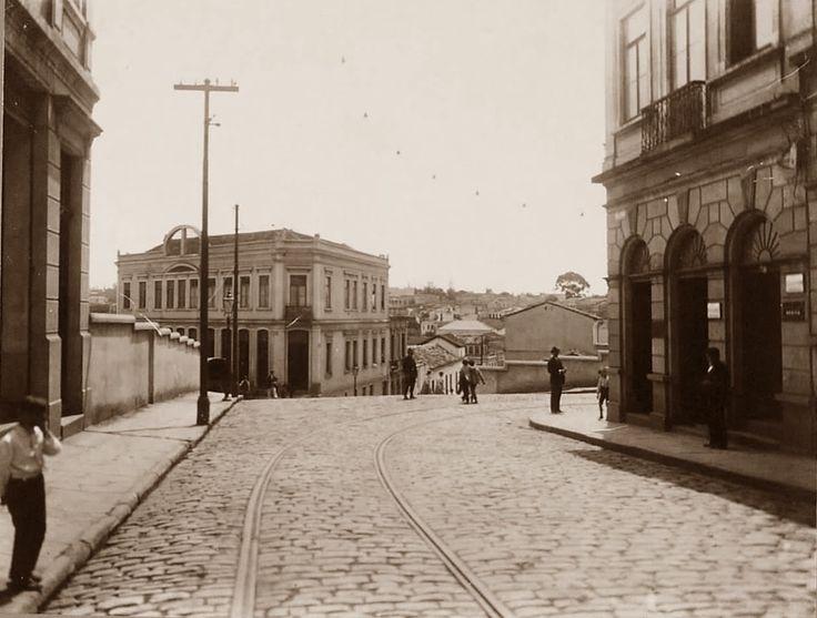 Titulo: Rua José Bonifacio - (lado da Rua Libero). Informações: Autoria: Local: São Paulo - SP Série: Fotos Comparativas Data: 1916 Foto - Google Fotos