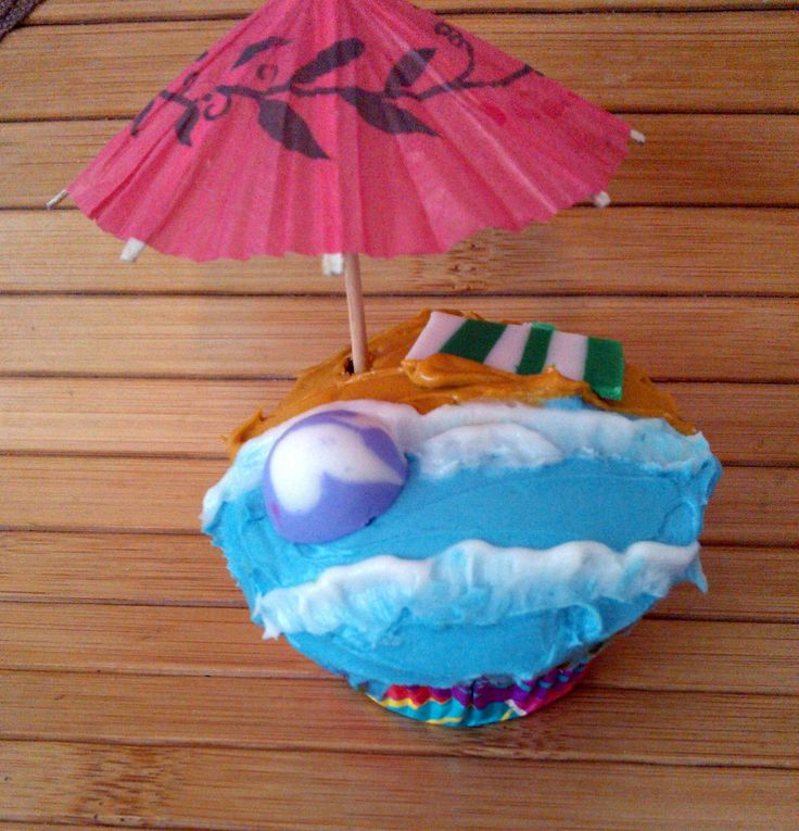 """Father's day """"The Beach"""" cupcakes"""