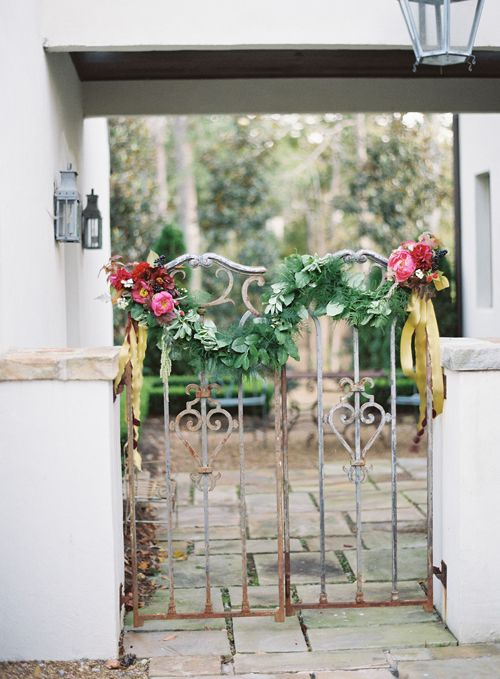 Garden Gate Swag: Roost: A Simple Life