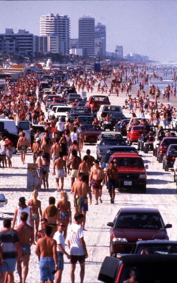 A reminder not to go!...A packed day on Daytona Beach. | Florida Memory
