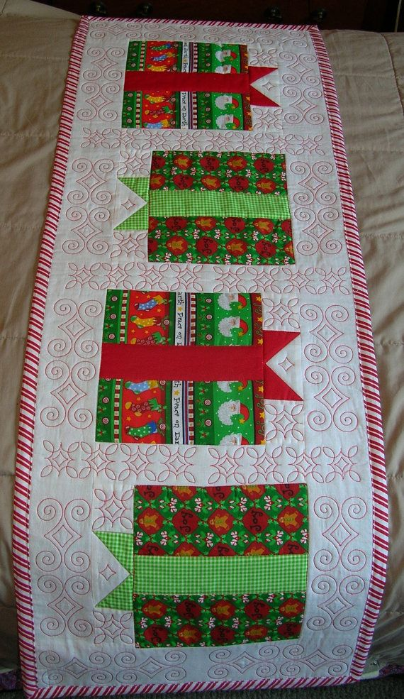 Quilted Christmas Table Runner: Red And White, Christmas Table Runners, Christmas Presents, Quilts Christmas, Canes Stripes, Christmas Tables Runners, Christmas Fabrics, Candy Canes, Gifts Boxes