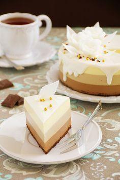 Помнится какая-то мадама, не будем показывать пальцем, обещалась завязать с тортами.... Как оказалось, это сложнее, чем отказаться от…