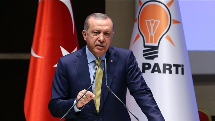 Bahas Rohingya Presiden Erdogan Hubungi Pemimpin di 30 Negara  Presiden Erdogan dalam sebuah pertemuan dengan Partai Keadilan dan Pembangunan di ibu kota Ankara Rabu (6/9/2017). (Foto: Okan Ozer Anadolu)  ANKARA (SALAM-ONLINE): Presiden Turki Recep Tayyip Erdogan mengungkapkan pada Rabu (6/9) bahwa dia telah menelpon para pemimpin di 30 negara untuk membahas situasi di Rakhine Myanmar yang dihuni etnis Muslim Rohingya.  Telpon Erdogan itu terutama untuk mendesak para pemimpin dunia agar…