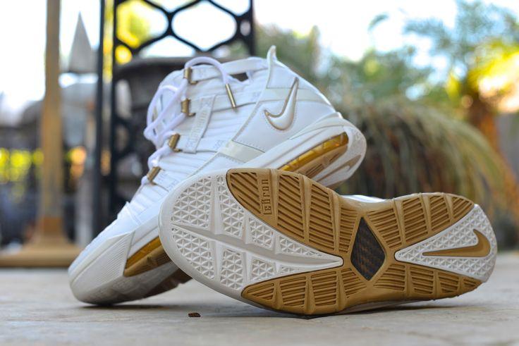 "Nike Zoom LeBron IV ""West Coast""(Black/Crimson)  Size Deadstock"