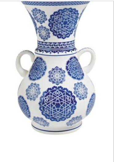#PAŞABAHÇE HAND MADE- Yıldız madalyon Vazo-Opal cam üzerine Yıldız motifli,derin Rölyef işlemeli vazo.Üretimi 2000 adetle sınırlı.