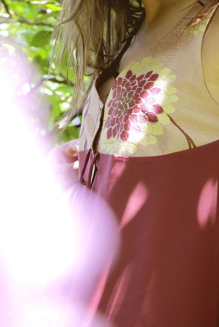 UV008  Tamanho | Size: M/L  Descrição | Description: Vestido seda com várias formas de uso | Silk dress with various forms of use  Composição | Cmposition: Seda | Silk  Preço | Price: 70€