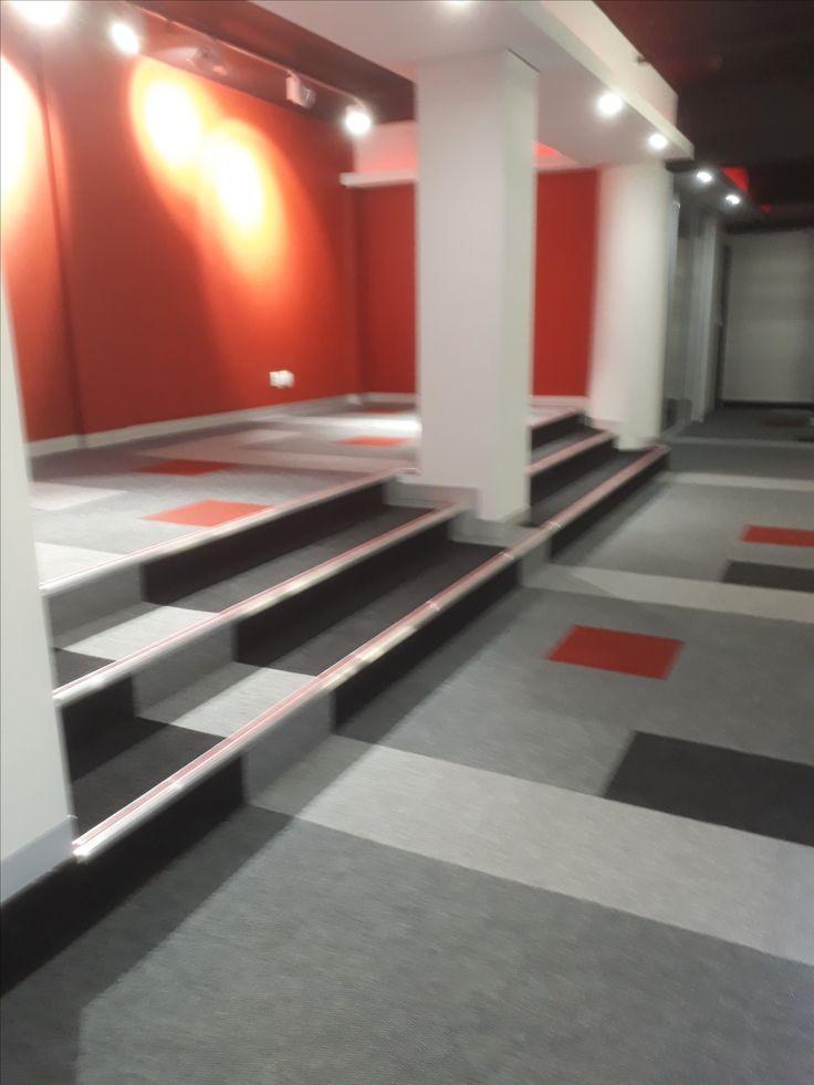 Carpet tiles installation