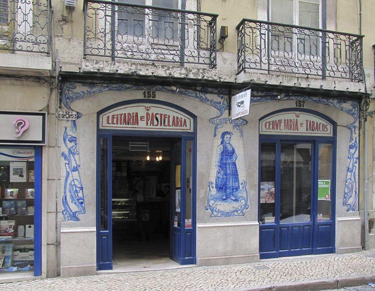 Lisboa | Rua dos / Street of Sapateiros, n.º 155 | Leitaria / Dairy A Camponesa | J. Pinto | 1908 [© Francisco Queiroz | IPC] #Azulejo #AzulejoDoMês #AzulejoOfTheMonth #Trabalho #Labour #Lisboa #Lisbon