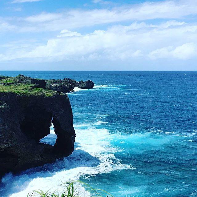 【aki.u426.18】さんのInstagramをピンしています。 《ふと見つけた沖縄の海🌊癒やされてた。 最近は、寒すぎて動けない(^_^;) 暖かい沖縄にいきたーい。  女子力について。うーん。お化粧品を買うのは楽しい!お洋服を買うのは楽しい!ただ。容姿スタイルに満足していないため、何をしても報われていない(T_T)憧れだけが大きくなる!  何も考えてなくても何度となく結婚してる人もいるのに…私は、どれだけ考えても結婚までいかない(T_T) このまま一生独身なのかなー(T_T)考えがまとまらない!! #沖縄#なんとなく#ひま#day#at#follow#me#smile#friend#okinawa#pic#picture#japan#japanese#sea#海#那覇》