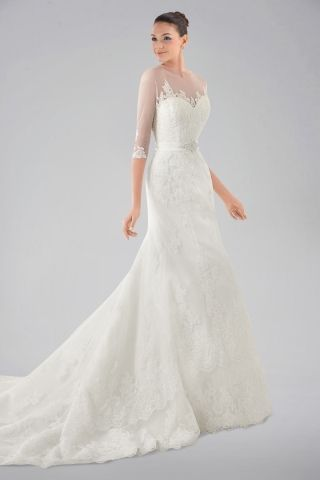 Seductive Illusion Neckline Lace Wedding Gown with 3/4-length Sleeves and Brooch
