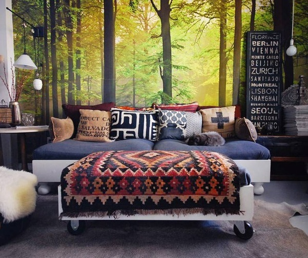 I like the multiple pillows and the southwestern style blanket.