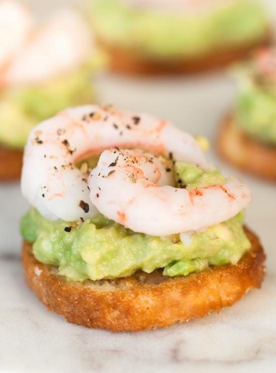 Découvrez cette succulente recette de canapés aux crevettes et à la lime de Ricardo. Cette recette est parfaite pour recevoir. Elle peut être servie en bouchées ou en entrée.