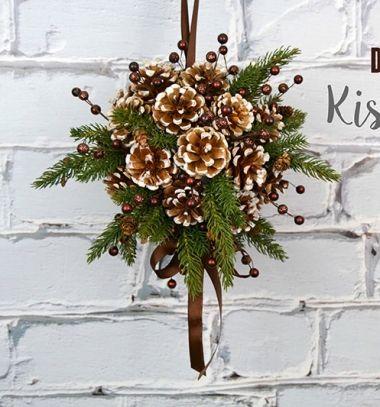 DIY Christmas pinecone kissing ball  // Felfüggeszthető barna toboz gömb fenyő ágakkal - téli dekoráció // Mindy - craft tutorial collection //