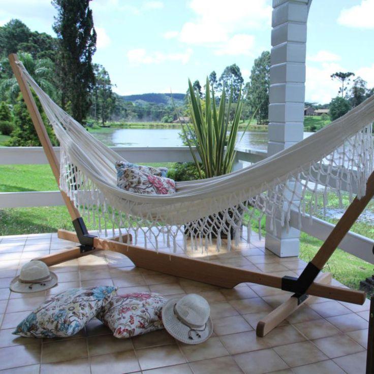 Que tal descansar em uma rede depois de um dia cansativo? Este suporte para rede proporciona beleza ao ambiente, além de ajudar na decoração. ;)    #decoração #design #madeiramadeira