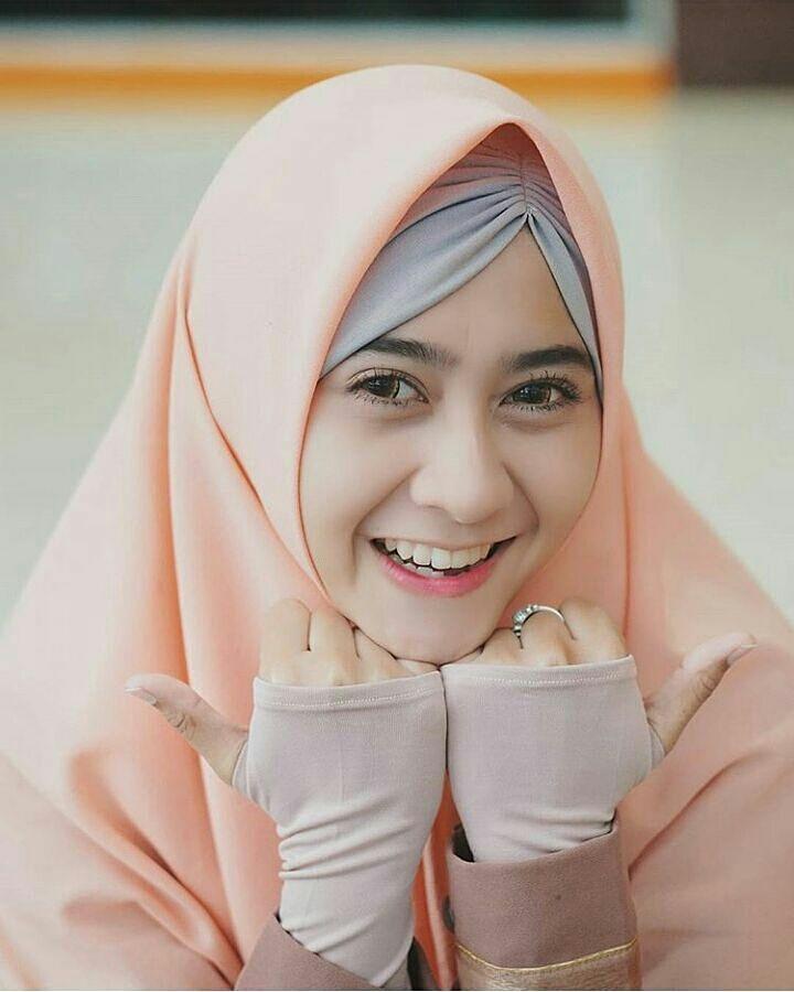 Kamu tak akan bisa membuat semua orang bahagia, namun kamu pasti bisa membuat seseorang bahagia karena dirimu bahagia. Jangan Lupa Selalu Bersyukur & Bahagia. Like, Tag & Share Ke Sahabat mu. Karena Muslimah #Sholehah Itu Istimewa. Photo By @ismanurmala. #muslimahacehid #tausiyahukhty #hijrah #muslimah #akutersentuhcinta #secantikmuslimah #remajaaceh #daraaceh #aceh #gerakannikahmuda #tausiyah #bidadaridunia #tausiyahcinta #ig_aneuk_aceh #wanitaaceh #katabijak #muslimahberhijrah #islamit...