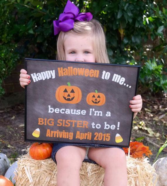 Are you looking for an adorable way to announce your pregnancy? This printable photo prop will allow you and your kids to let everyone know