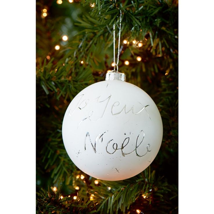 This White Christmas bauble has a frosted layer, giving it a beautiful mat appearance. The text 'Joyeux Noël' is engraved in the Christmas bauble. Also available in 'Jingle All The Way' and 'Merry Christmas'.