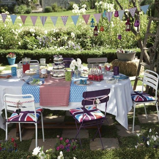 Informal vintage look for the perfect garden party...love!