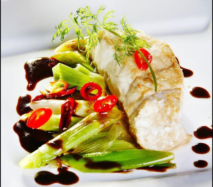 Soyakokt steinbitfilet med vårløk og chili