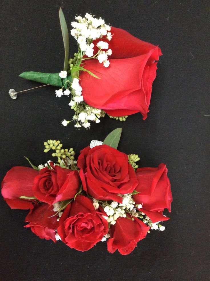 No ribbon on a red rose corsage