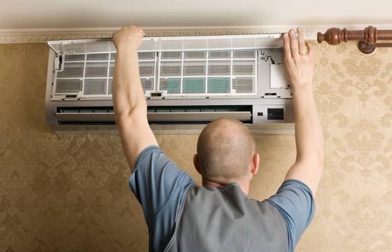 Higienização completa do ar condicionado deve ser feita duas vezes por ano, com o auxílio de profissionais da área