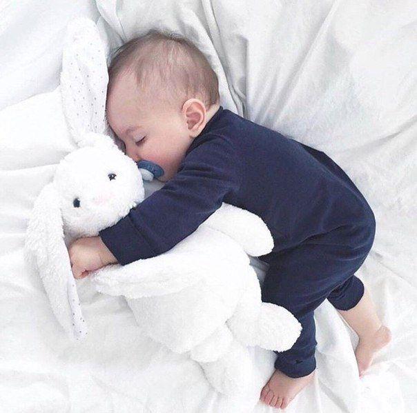 милые картинки с детьми спящими можем