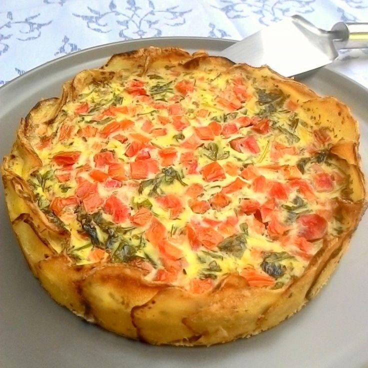 Torta de rúcula e tomate com base de batata (sem glúten)