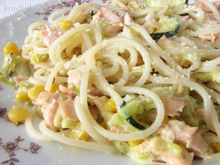 Spaghetti z łososiem w sosie serowym