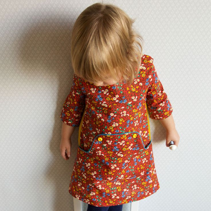 The Louisa dress by Compagnie M. is a vintage inspired pattern with a modern twist. Unique pockets and three back options make this a versatile pattern. Add lining according to the season and enjoy this pattern the whole year round. The pattern includes:  Sizes: 1y, 18 months, 2y, 3y, 4y, 5y, 6y, 7y, 8y, 9y, 10y Three back options: with contrast inserts, an horizontal line or just with a plain back. A 3/4 sleeve option. 2 different ways to assemble this dress depending on which version you…