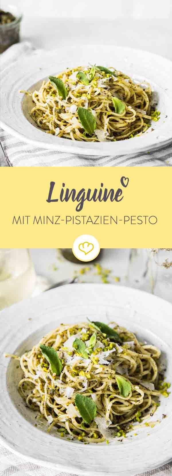 Zu diesen Linguine mit Pistazien-Minz-Pesto kommt noch Pecorino. Ein Gericht, dass sich schnell zubereiten lässt, frisch schmeckt und satt macht.