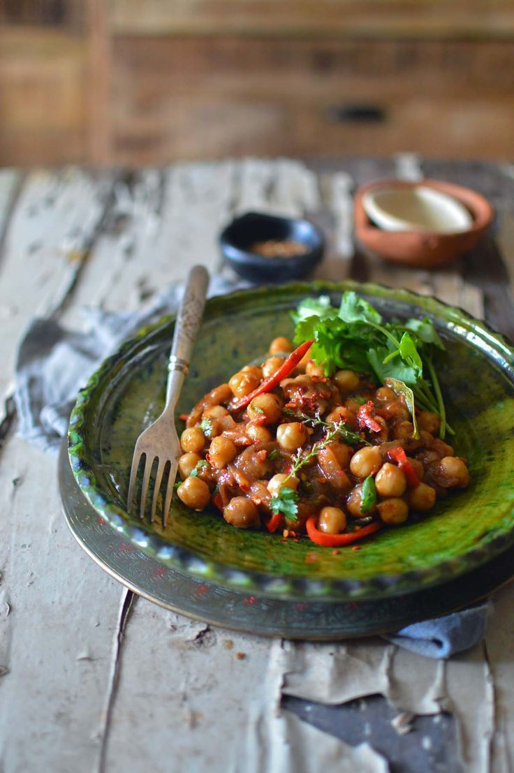 Peshawari chana {chickpea curry} | heneedsfood.com