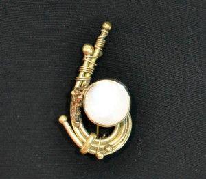 Vintage colombian handicraft brooch, on sale on www.caosretro.com