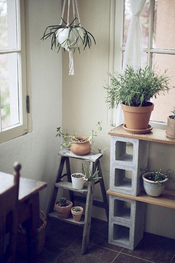 ¿Os imagináis llenar vuestra casa de contenedores de hormigón? Os contamos cómo usarlos en decoración.