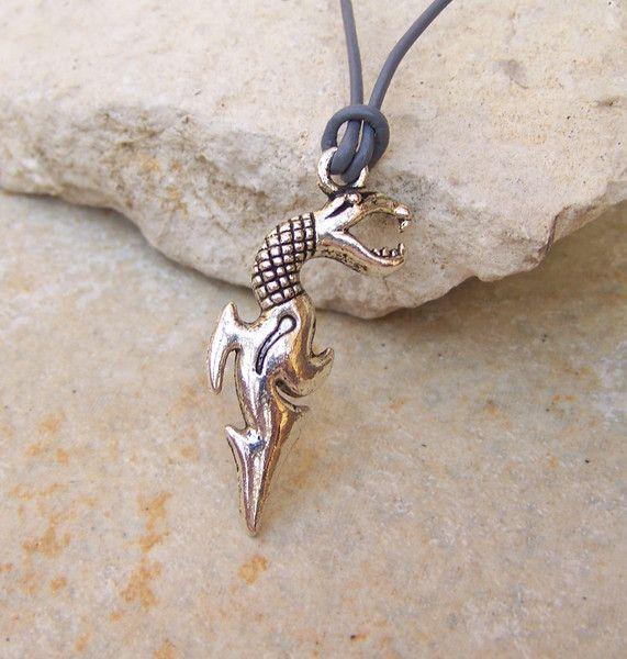 Halsband Leder °drachenwesen°  Anhänger von glanzundgeschmeide auf DaWanda.com