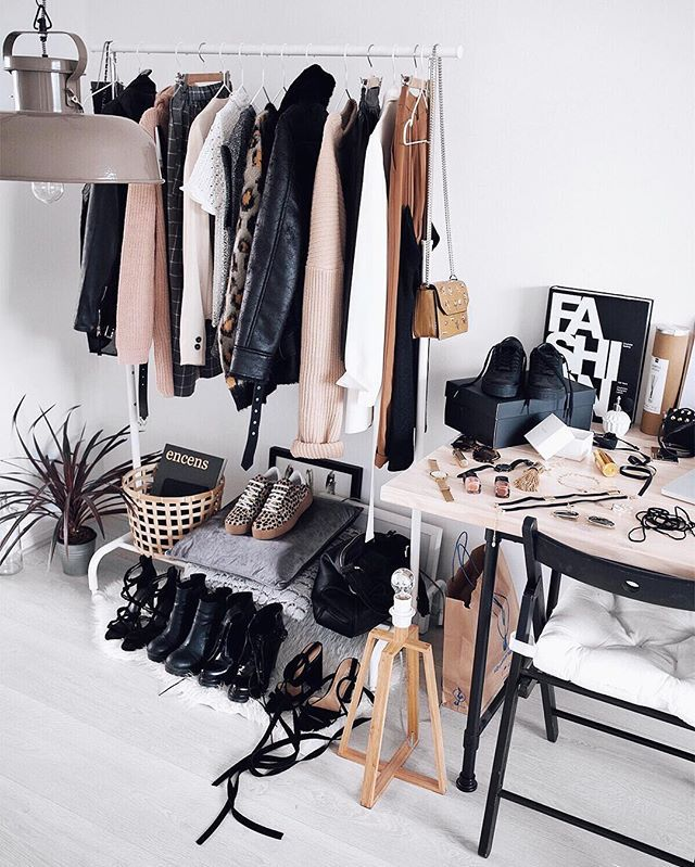 The Style Visitor Hanging Rack