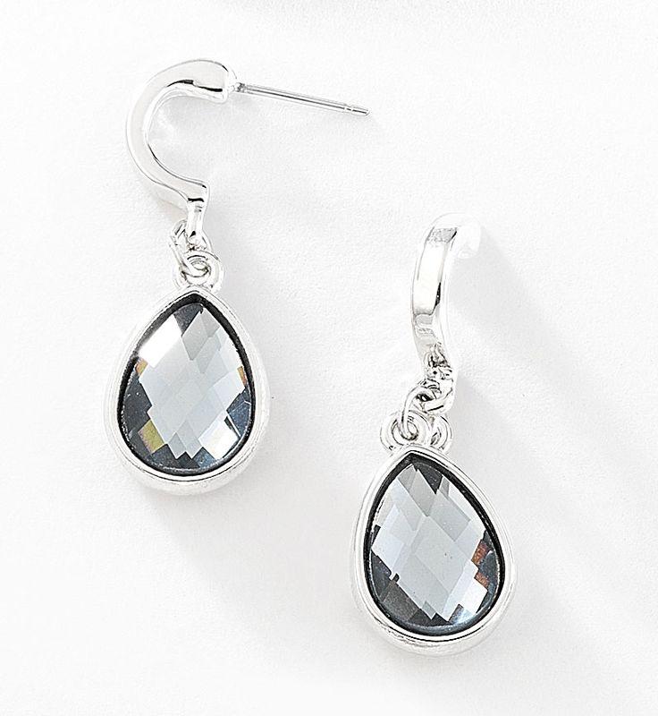 Elegantes pendientes con piedra de cristal engarzada.