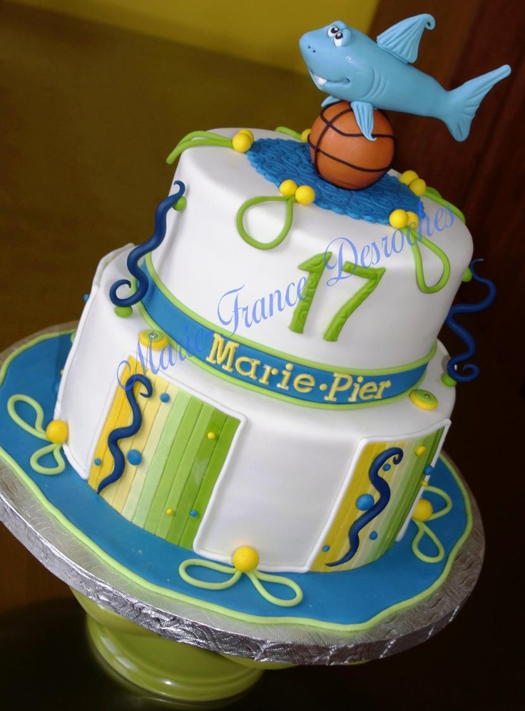 Shark and basketball cake - Chocolate cake for a girl who loves sharks and basketball. Not easy to combine both theme on the same cake...