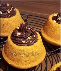filled cupcakes (vanilla cupcakes with chocolate frosting inside)