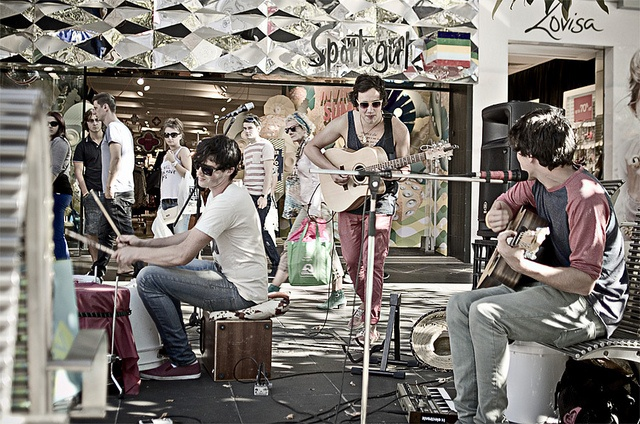 Melbourne - Summer in the City - Woodlock Music #streetphotography #photography #street #band #music #woodlockmusic #melbourne #australia