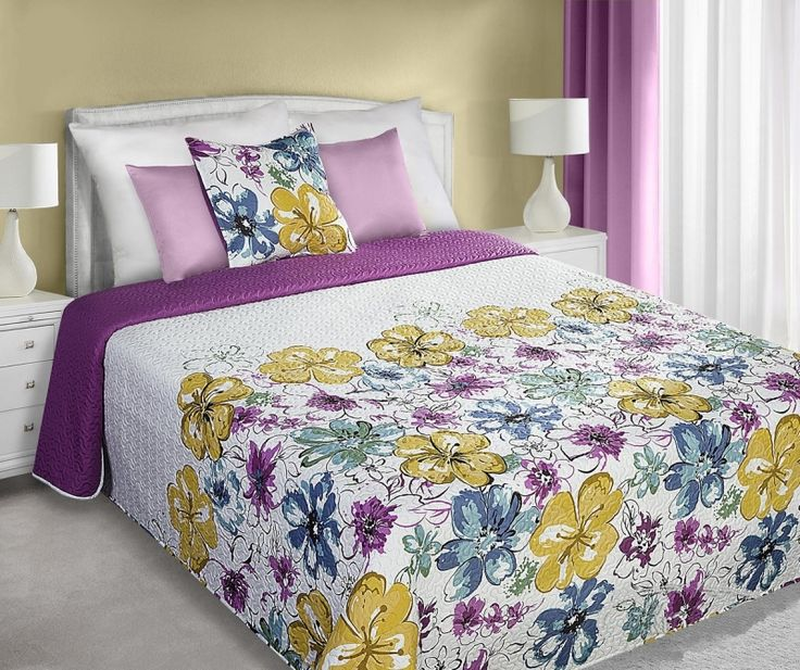 Obojstranný prehoz bielo fialovej farby na posteľ s farebnými kvetmi