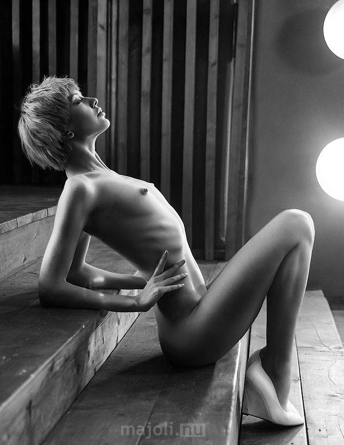 Nude art thin girls