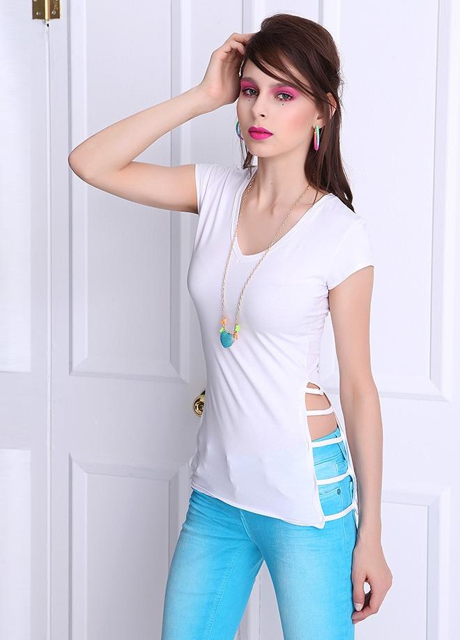 Playmax Yanları şeritli v yaka t-shirt Markafonide 49,90 TL yerine 14,99 TL! Satın almak için: http://www.markafoni.com/product/3712697/