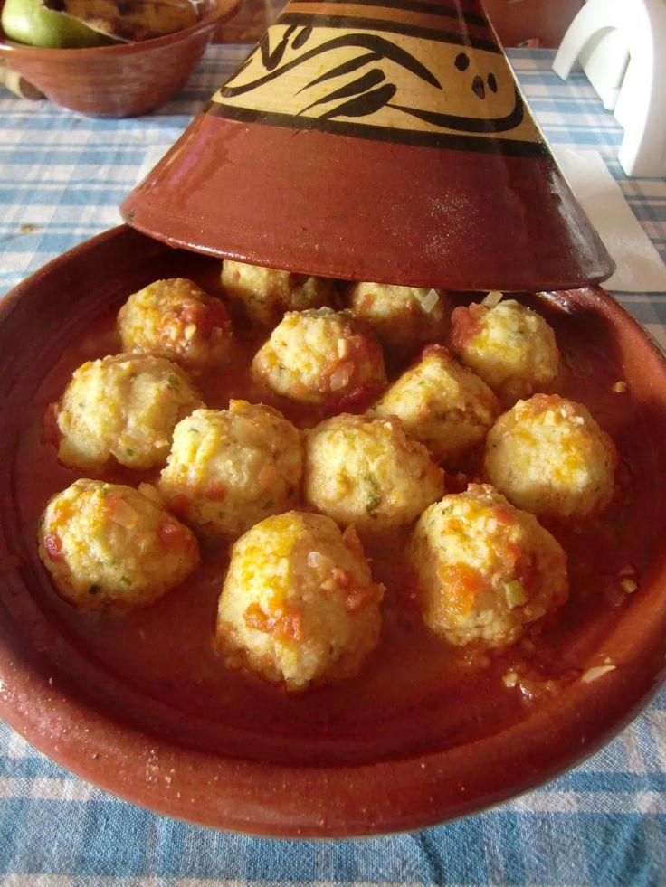 Con pan y postre tajine de alb ndigas de pescado blanco for Utensilios de cocina turca