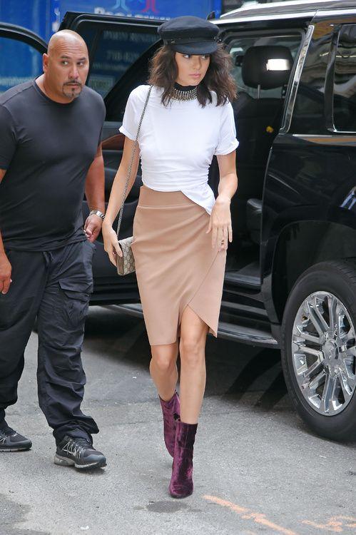 Kendall Jenner en jupe et bottines Kendall & Kylie
