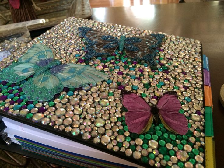 I completely bedazzled my binder!!